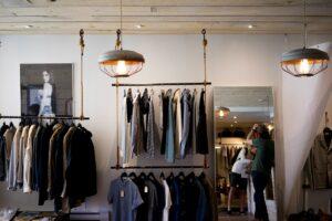 Køb tøj online med Klarna